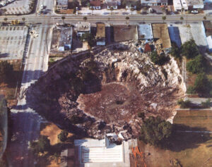 www.orlandosentinel.com An aerial view of the Winter Park sinkhole in 1981.