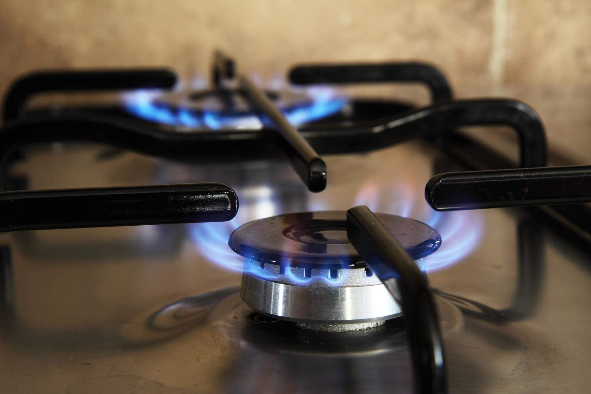 gas range with blue flame